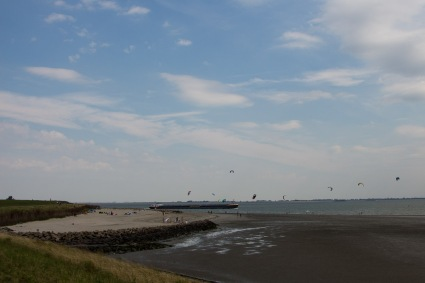 Kiten op de Westerschelde bij De Landing, Baarland