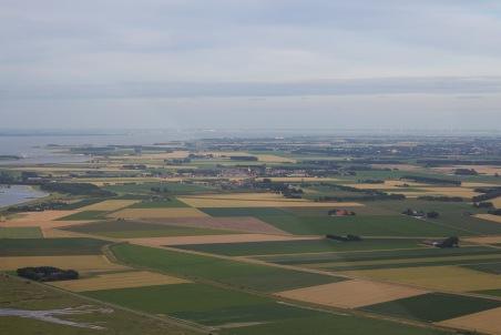 Wolphaartsdijk, met witte kerkje, en helemaal bovenin Bergen op Zoom