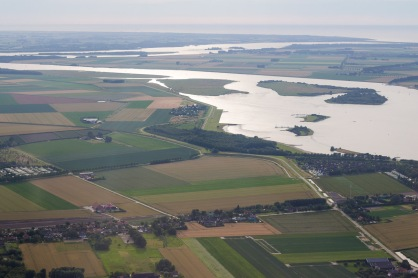 Veerse Meer , rechtsboven Veersegatdam en de Noordzee