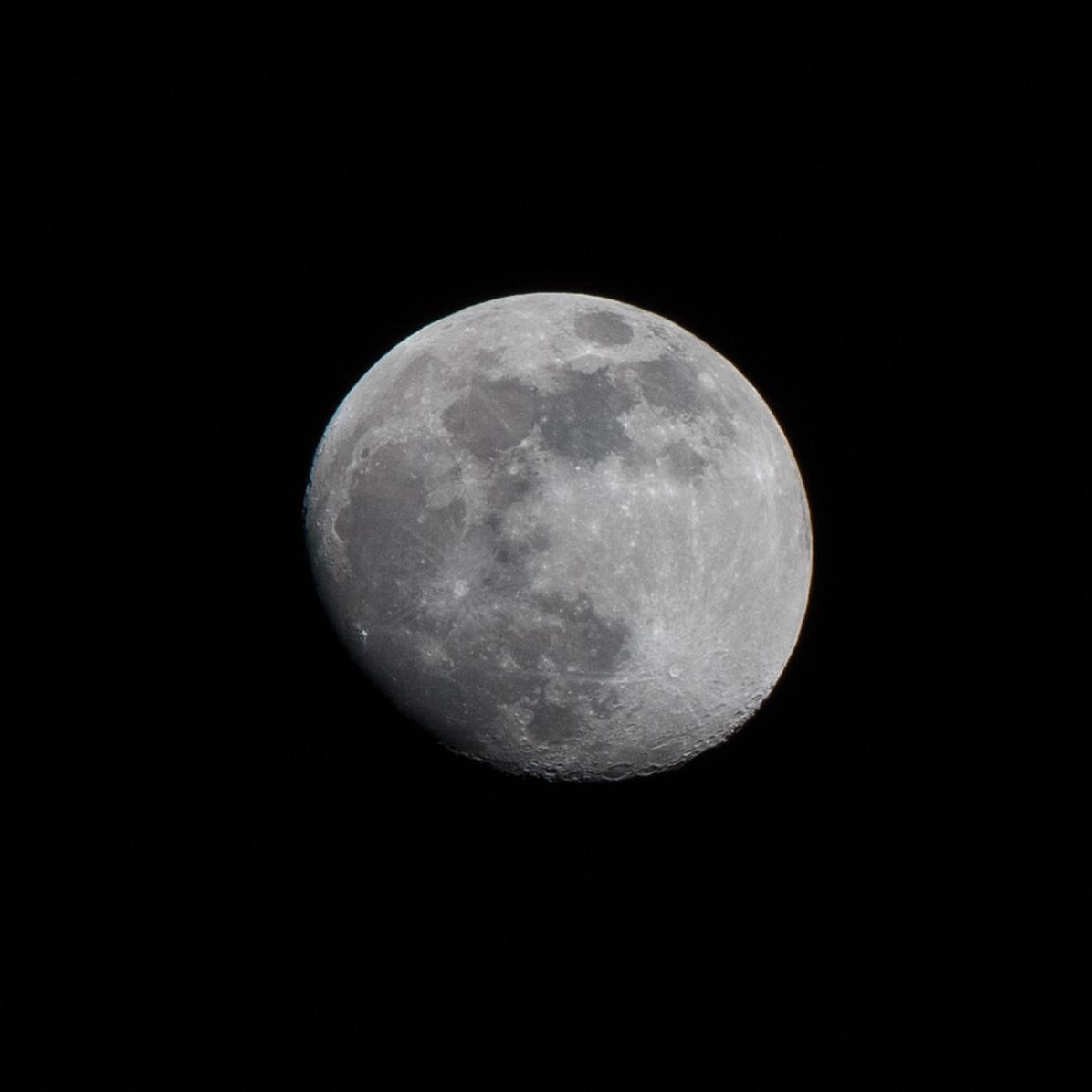 Dag 28 vanaf volle maan. 18-03-2019 Tijdstip 19.54 Maanopkomst 15.15 Maanondergang 05.53 (Maan 28) Muzieknummer van dag 28: Moonlight Drive van the Doors Caroline Janse en Joost Joziasse.