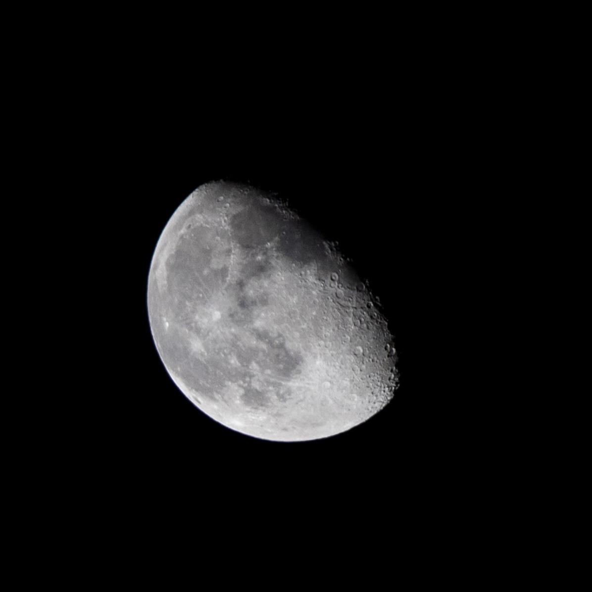 De afnemende maan, dag 5 vanaf volle maan. 24-02-2019 Tijdstip 03:07 Maanopkomst 23.21 Maanondergang 09.44 (Maan 5)