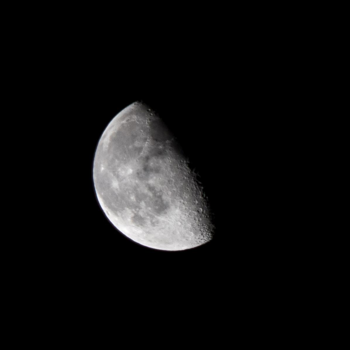 Afnemende maan, 25 februari 2019 tijdstip opname 04.16 uur. Maanopkomst --.-- uur Maanondergang 07.59 uur (Maan 6)