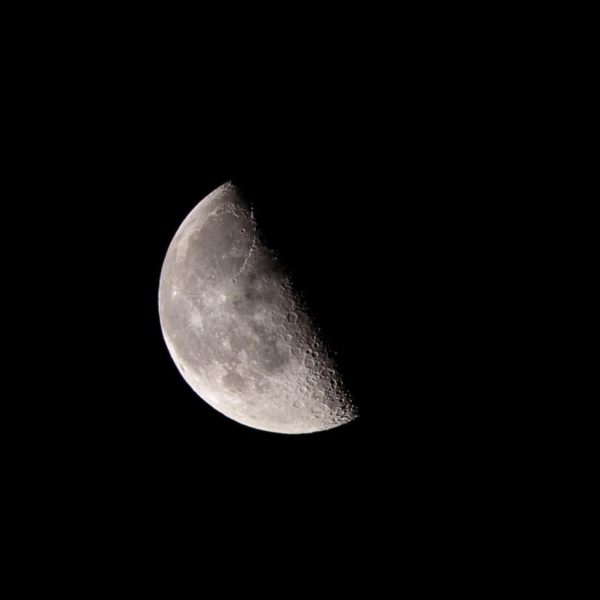 Afnemende maan, 26 februari 2019 tijdstip opname 04.39 uur. Maanopkomst 01.50 uur Maanondergang 11.02 uur (Maan 7)